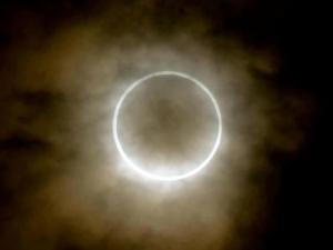 36-L_Ottenebramento_della_luce foto eclisse 3
