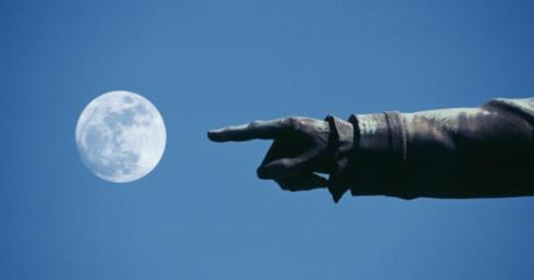 il dito e la luna